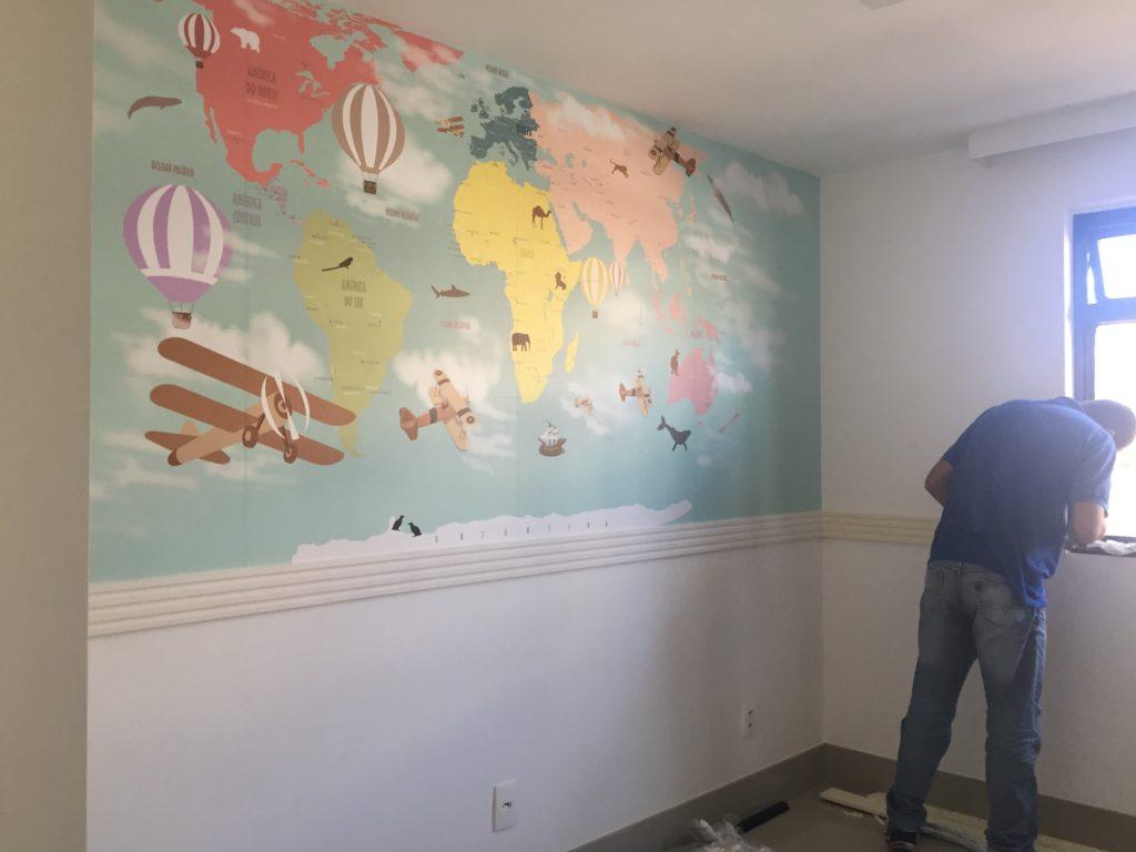 papel de parede mapa mundi infantil aplicado na parede