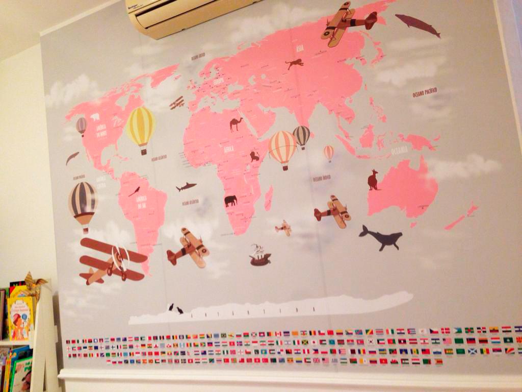 Papel de Parede Mapa Mundi Rosa para quarto feminino aplicado na parede