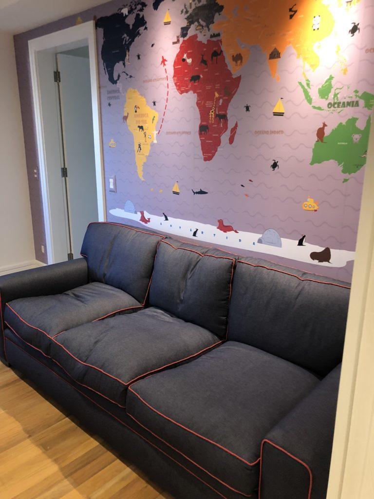 Mapa Mundi na decoração de um quarto infantil modelo 18-F aplicado