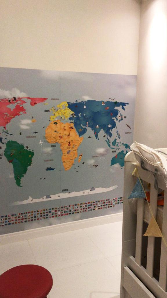 Papel de parede mapa-mundi fixado no quarto infantil modelo 18-h2 personalizado conforme solicitação.