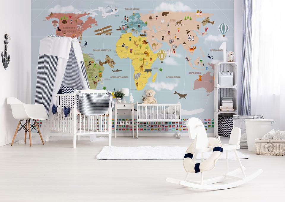 decoração com papel de parede mapa mundi viagens